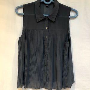 Forever 21  gray blouse Sz M sleeveless, pleats
